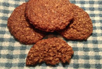 Oat cookies with cinnamon & apple sauce